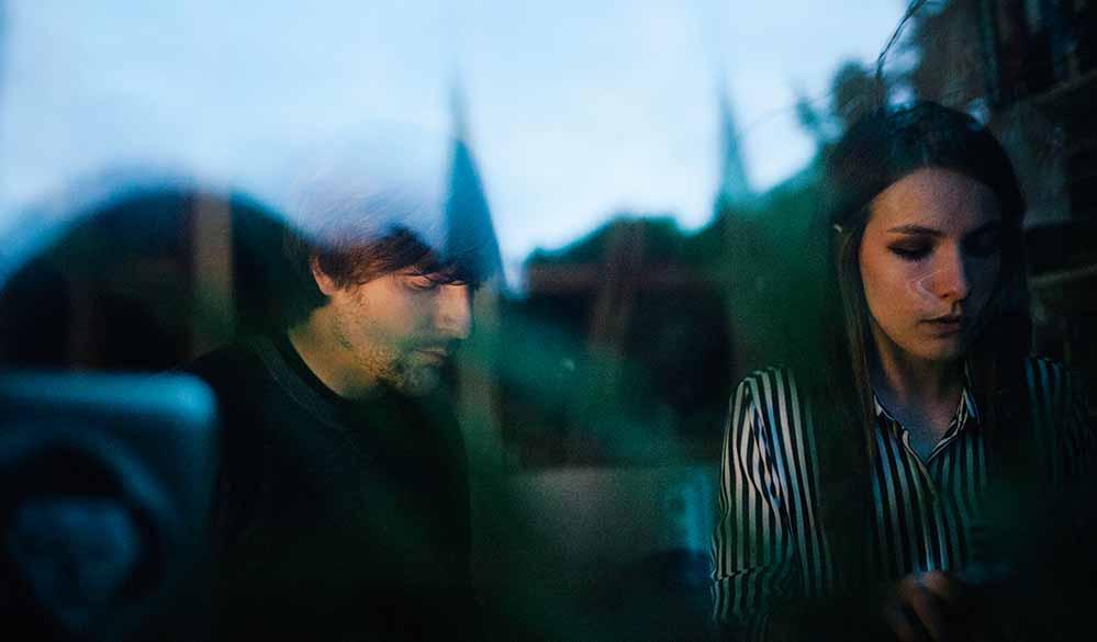 Maria Basel (Gesang, Tasteninstrumente) und Maik Ollhoff (Schlagzeug, Samples) sind MxM.
