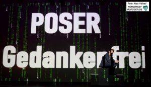 """Sir Gabriel Dellmann haben im Theater im Depot ihr neues Stück """"POSER (SIC!) – gebt Gedankenfreiheit!"""" präsentiert."""