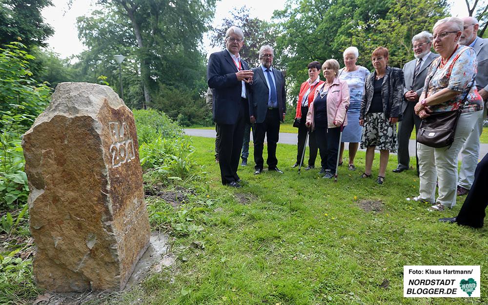 """Jahresempfang des Freundeskreis Fredenbaum mit Ehrungen. Ein an das Sturmtief """"ELA"""" im Jahr 2014 erinnerndes Steindenkmal wurde eingeweiht."""