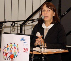 Hildegard Azimi--Boedecker, Leiterin des Fachbereichs Beruf international und Migration im IBB