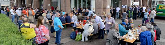 Ein Zeichen der Solidarität: Kana-Suppenküche bittet zum Mittagessen im Stadtgarten Dortmund