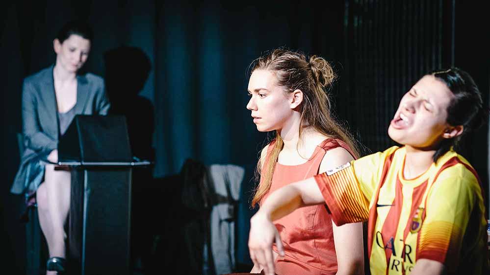 """""""Nach Europa"""" - der Roman von Nelly-Sachs-Preisträgerin Marie NDiaye - kommt auf die Bühne. Probenfoto: Norbert Kriener"""