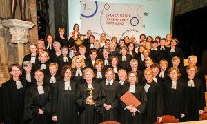 Pfarrerinnen des Evangelischen Kirchenkreises Dortmund gegen den Beschluss der Evangelisch-Lutherischen Kirche in Lettland, die Frauenordination abzuschaffen und künftig nur noch Männer zum Pfarramt zuzulassen.