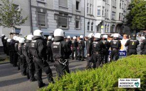 Die Polizei stoppte mehrfach Gruppen von Autonomen AntifaschistInnen. Foto: Alex Völkel