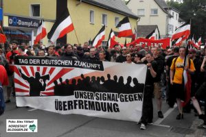 Rund 900 Neonazis aus Deutschland und dem EU-Ausland kamen nach Dortmund. Foto: Alex Völkel