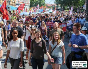 Proteste gegen den Tag der Deutschen Zukunft. Demonstration auf der Rheinischen Straße