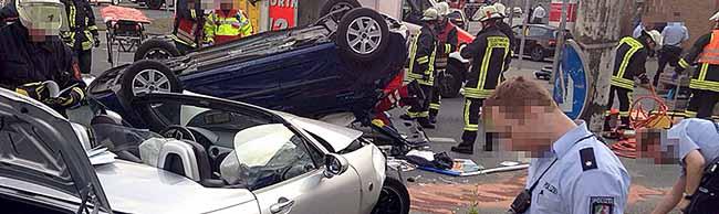 Hunderte Schaulustige und aggressive Gaffer behindern Unfallaufnahme – Beamte vor Ort wurden massiv bedroht