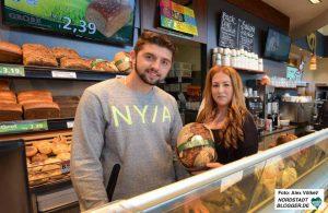 Albi Lugjaj und Burcin Saracoglu sind neue Auszubildende bei der Bäckerei Grobe.