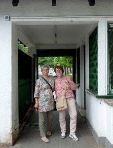 Heute kostet der Eintritt keinen Cent, damals musste man 10 Pfennige zahlen. Brigitte Janus (l.) und Ute Smolka zahlten nichts. Sie hatten als Hort-Besucherinnen eine Dauerkarte.