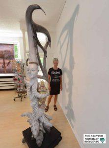 """Almut Rybarsch zeigt """"Pandoras Box"""" im Kunstbetrieb."""