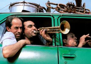 """Nach fast 20 Jahren sind die zwölf Musiker von """"Fanfare Ciocârlia""""wieder in Dortmund zu erleben, die bereits - damals noch unbekannt - das Microfestival bereicherten."""