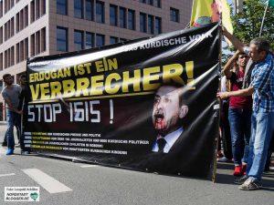 Auch in Deutschland werden die Auseinandersetzungen geführt - Türken und Kurden geraten aneinander.