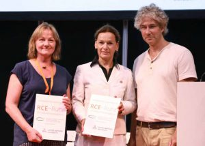 Die Ausgezeichneten Dr. Ulrike Martin (Leiterin KITZ.do), und Sabine Loos, Hauptgeschäftsführerin der Westfalenhallen Dortmund GmbH, sowie Peter Reichenbach, Vorsitzender des RCE-Ruhr (v.l.).