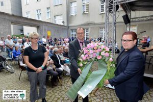 Zum Gedenken an die homosexuellen Opfer des Nationalsozialismus wurde ein Kranz niedergelegt.