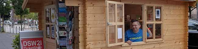 """Für Literatur ist Platz auch in der kleinsten Hütte – Wegen eines Wasserschadens zog """"Litfass"""" in eine Gartenlaube"""