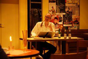 Carsten Bülow spielt Francois Villon. Foto: Leonie Krzistetzko