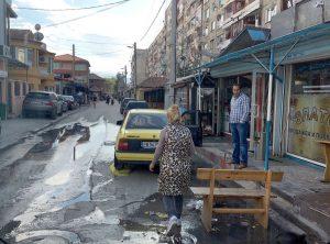 In Stolipinovo gibt es viel Armut - aber auch viele teure Autos.Erfolg hat allerdings oft nichts mit Bildung zu tun.