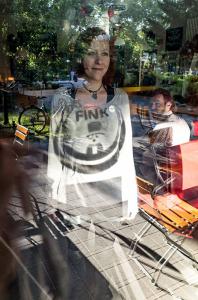 Kati Eilinghoff betreibt mit viel Liebe das FINK auf dem Nordmarkt / Foto: Alexander Hügel