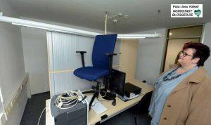 Mitte Oktober werden die 45 ZAB-Beschäftigten nach Hacheney ziehen. Beate Siekmann sieht sich die Räume an.