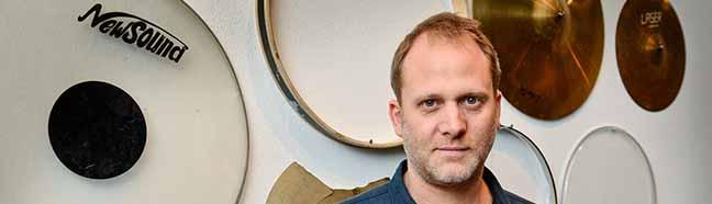 """""""Dada, Fluxus und die Folgen"""": Albert Mayr erhält Freundes-Kunstpreis – Ausstellung im """"Schaufenster"""" des MO"""