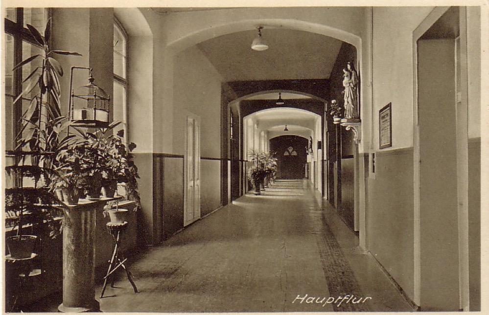 Der Hauptflur im Brüder-Krankenhaus - ein imposantes Gebäude.