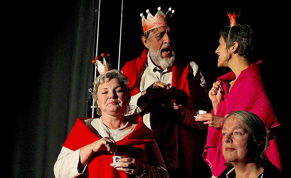 """""""In einem tiefen, dunklen Wald"""": das """"Theater36"""" wagt sich erstmalig an ein Weihnachtsmärchen. Foto: Leonie Krzistetzko"""