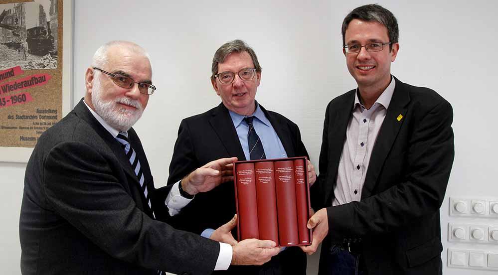 Prof. Dr. Wilfried Reininghaus (1. Vorsitzender Historische Kommission), Dr. Martin Hofmann (Kreisvorsitzender der Senioren-Union) und Dr. Stefan Mühlhofer (Direktor Stadtarchiv)Foto: Burkhard Beyer/ LWL