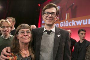 """Preisträgerin Susanne Solbach mit """"Pate"""" Ralph Caspers. Fotos: Ralph Sondermann/Film- und Medienstiftung NRW"""