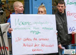 Beschäftigte aus Rumänien, Bulgarien und Polen demonstrieren vor dem Tedi in der Münsterstraße