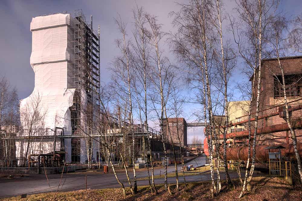 Die Arbeiten zur denkmalgerechten Sanierung des Kokslöschturms 0 auf der Kokerei Hansa haben begonnen. Foto: Klaus-Peter Schneider