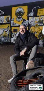 """Der in der Nordstadt lebende Autor Sascha Bisley wird im Junkyard sein zweites Buch """"Bisleyland"""" vorstellen."""
