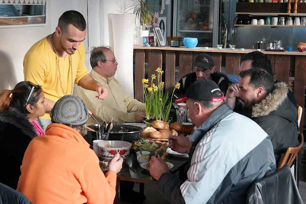 """""""Soulfood"""" heißt das Konzept, jeder kann mithelfen und mitessen. Foto: Guido Meincke"""