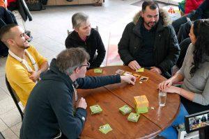 Im Chancen-Café 103 in der Oesterholzstraße kann das Spiel gespielt werden. Foto: Guido Meincke