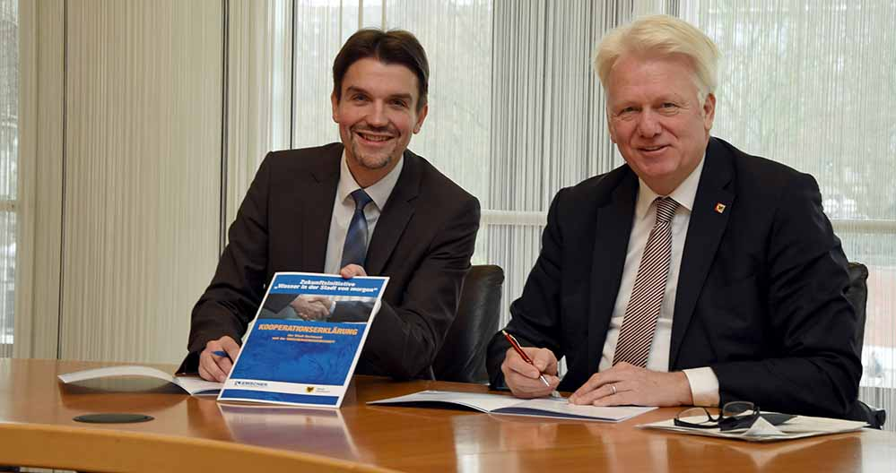 Dr. Uli Paetzel, Vorstandsvorsitzender der Emschergenossenschaft und OB Ullrich Sierau. Foto: Stadt Dortmund/Anja Kador