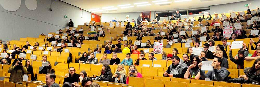 Viele Studierende und Gäste wollten AfD und Neonazis keinen Raum geben. Foto: Mariana Bittermann