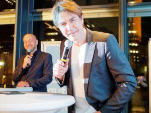 Christian Vosseler vom Verein Kinderlachen e.V. und Schirmherr Matze Knop.