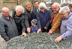 Die City zum Anfassen: Auf der Kleppingstraße steht ein detailgetreues Modell - eine Schenkung des Lions Clubs Dortmund. Fotos: Joachim vom Brocke