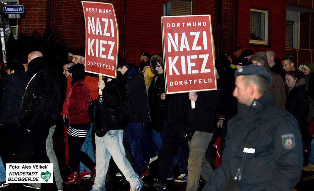 """Die """"Nazi-Kiez""""-Plakate sind auf Demos erlaubt, nicht aber im Wahlkampf."""
