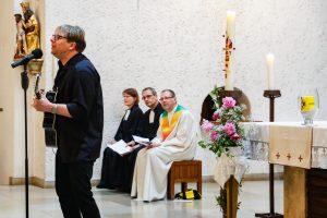 Auch Matthias Kasche Kartner durfte nicht fehlen - er begleitete den Gottesdienst wieder musikalisch.