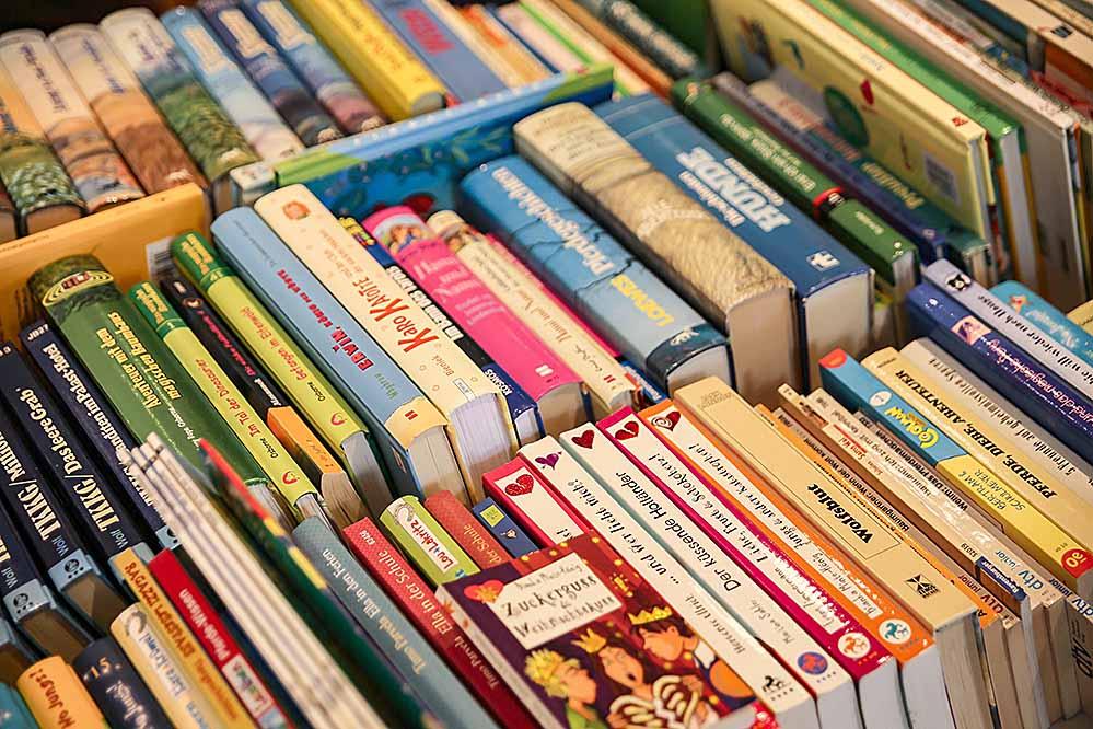 Die Caritas sucht ab sofort Bücher und Schallplatten als Spende für den guten Zweck.