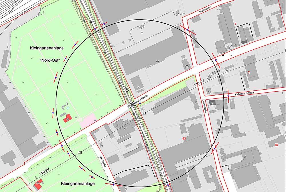 Aus Sicherheitsgründen muss deshalb das umliegende Gebiet (siehe beigefügte Karte) in einem Radius von 250 Metern evakuiert werden. Der Beginn der Entschärfung ist für 18.30 Uhr geplant.