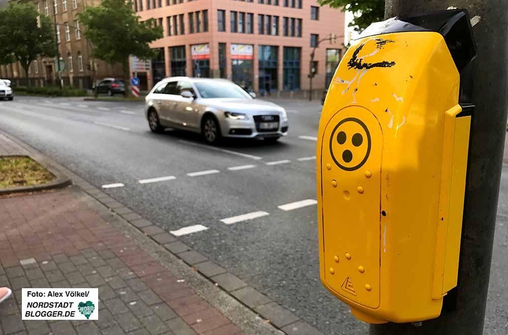 Bisher gibt es nur fühlbare Ampelanlagen in Dortmund - bald soll es auch hörbare geben.