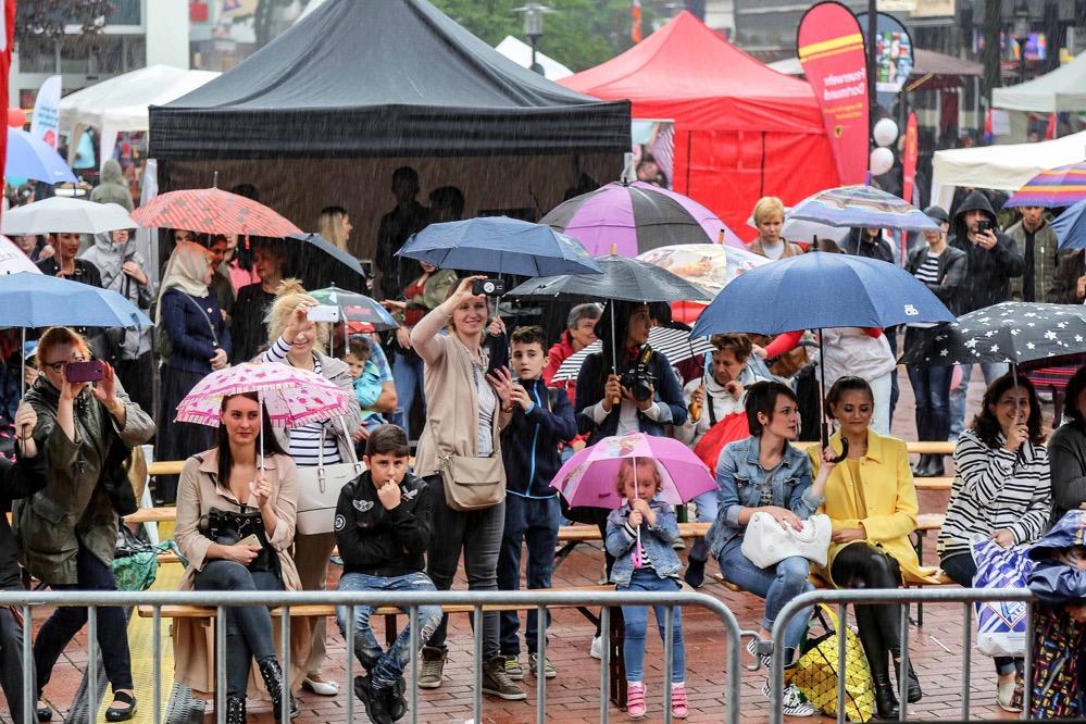 Der Regen machte Veranstaltern und BesucherInnen gleichermaßen zu schaffen.