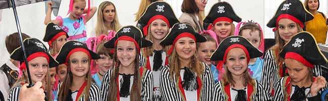 FOTOSTRECKE: Startschuss für die Internationale Woche – Das 19. Münsterstraßenfest litt unter dem schlechten Wetter