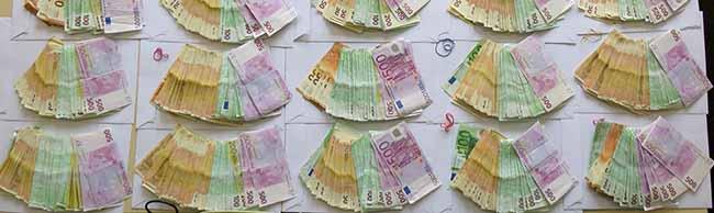 Schlag gegen organisierten Drogenhandel in der Nordstadt: 220.000 Euro, 3,5 Kilo Drogen und Waffen beschlagnahmt
