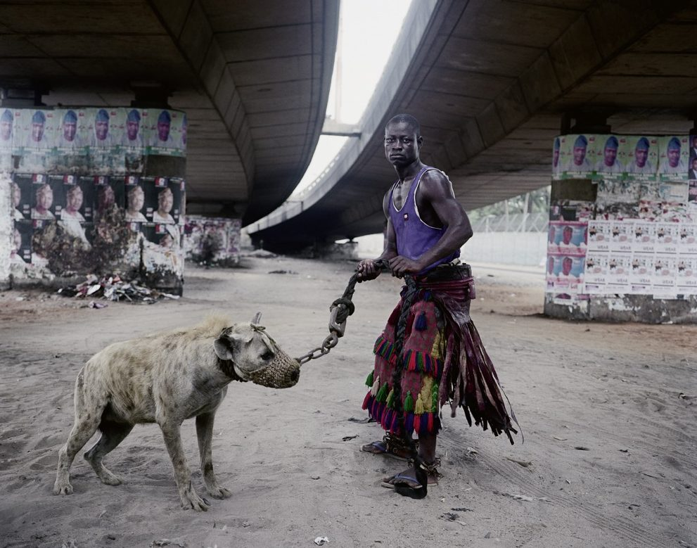 "ABDULLAHI MOHAMMED WITH MAINASARA, LAGOS, NIGERIA, AUS DER SERIE ""THE HYENA & OTHER MEN"", 2005-2007"