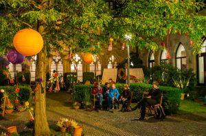 Die Propsteikirche St. Johannes Baptist öffnet ihren Klostergarten und lädt zum Entspannen ein. Foto: Christian Knospe