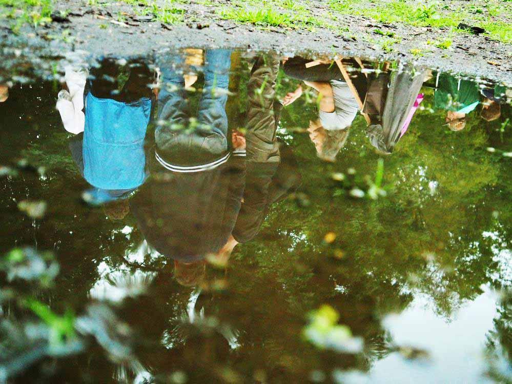 Ein feucht-fröhlicher Spaß war das DJ-Picknick im Westpark. Fotos: Roland Klecker
