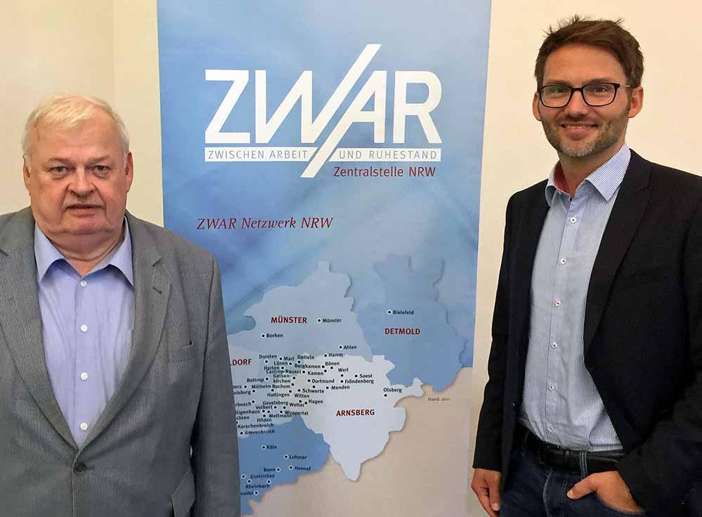 Ex-Landesminister Guntram Schneider wurde neuer Vorsitzender der ZWAR Zentralstelle NRW, rechts Geschäftsführer Marc Bagusch. Fotos: Joachim vom Brocke