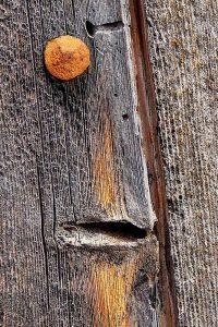 """""""Hombre serioso"""", ernster Mann, nennt Machel dieses Detail einer von Wind und Wetter gezeichneten Tür eines mallorquinischen Hauses."""